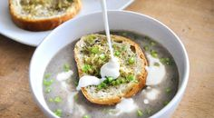 Creamy Mushroom Soup with Thyme & Garlic Flavored Baguette | Supa crema de ciuperci