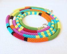 Largo Beaded Crochet cuerda - collar de abalorios - joyas de perlas de semilla - estilo africano - elegante - geométricos - colorido collar
