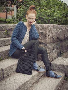 """Back to work"" -läppärilaukku Novita Tuubi Pvc Furniture, Back To Work, Plastic Canvas Patterns, Diy Crochet, Knitting Patterns, Knits, How To Make, Google Translate, Laptop Bag"