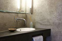 Betonoptik im Bad wirkt edel. Die Gmall GmbH aus Harxheim (55296) ist auch Spezialist für Innenraumgestaltung, Farbkonzeptberatung, Stuckarbeiten, Restauration, Vergoldung und Akustiklösungen. | Maler.org