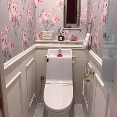 Ideas For Bedroom Wallpaper Decor Laura Ashley Wallpaper Toilet, Wallpaper Decor, Bathroom Wallpaper, Corner Toilet, Small Toilet, Corner Bathtub, Laura Ashley Toilet, Small Bathroom Layout, Bedroom Black