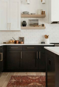 Black Kitchen Cabinets, Black Kitchens, Modern Farmhouse Kitchens, Home Kitchens, Modern White Kitchens, Kitchen Laminate, Farmhouse Small, Updated Kitchen, New Kitchen