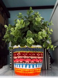 Kötött virágkaspó (Knitted flowerpot) #knit #purl #knitting #flowerpot #yarn #colorful