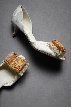 Love, love these kitten heels. Brocade fabric and those two-tone bows!