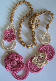 Crochet Collar, Crochet Motif, Diy Crochet, Crochet Patterns, Textile Jewelry, Beaded Jewelry, Knitting Accessories, Knitted Dolls, Collar Necklace
