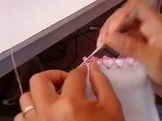 ★ MATERIAL UTILIZADO NESTE VÍDEO: ★ Agulha de crochê 1,75 mm linha Anne cor 3528 vermelho forte Crochet Video, Flannel Blanket, Burn Belly Fat, Needlework, Youtube, Diy And Crafts, Embroidery, Barbie, Aurora