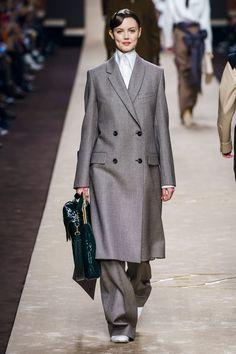 Fendi Fall 2019 Ready-to-Wear Fashion Show - Vogue Fashion Week, Fashion 2020, Daily Fashion, Fashion Trends, Fashion Top, Fashion Clothes, Street Fashion, Fendi, Older Women Fashion