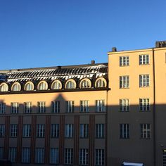 Olipa aurinkoinen pakkaspäivä. It was sunny winter day. #aurinko #valo #päivä #varjo #taivas #talo #rakennus #Vilhonkatu #VR #pääkonttori #elielsaarinen #helsinki #sun #sunny #light #sky #building #architecture #finland