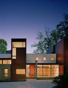 Architect Robert Gurney designed the Crab Creek house in Annapolis, Maryland. This house, located in Annapolis, Maryland, is built on the foundation of a post and beam modern house. Modern Exterior, Interior Exterior, Interior Design, Beautiful Architecture, Interior Architecture, Cabana, Kb Homes, Genius Loci, Loft