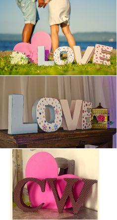Letras decorativas feitas com papelão, tecido e cola. Veja o passoa a passo facil neste link http://issoeoqueamo.blogspot.com.br/2013/12/pap-letras.html