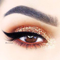 Eyes Makeup Ideas With Gold Glitter picture 1