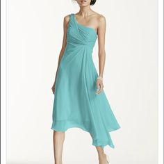 """❤️REDUCED❤️One Shoulder Crinkle Chiffon Dress Flattering Tiffany blue color. High-low hem and one shoulder strap. Size 4 but runs small. I normally wear size 2 and it fits me perfectly. I'm 5""""6 and it's a easy length. Comfortable to walk in, but long enough so it's flowy. Worn once as a bridesmaid dress, but would make a great cocktail dress as well. Fully lined. Back hidden zipper. Dresses High Low"""