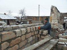 Euromaidan Press @EuromaidanPress  ·  Nov 28, 2014  Amazing. Volunteers from Lviv rebuild houses destroyed by terrorists near #Sloviansk under snow @kramatorsk_ukr