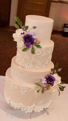 Ivory & lace wedding cake