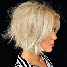 Quelles coiffures adopter pour une femme mure ? Chic Hairstyles, Hairstyle Look, Great Hairstyles, Hairstyle Ideas, Short Bob Haircuts, Modern Haircuts, Layered Haircuts, Bob Styles, Short Hair Styles