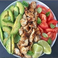🥑 Avocado chicken and basil salad . I tend to cook easy and quick lunches whe… 🥑 Avocado chicken and basil salad . I tend to cook easy and quick lunches when I am in a hurry . Healthy Meal Prep, Healthy Eating, Keto Meal, Dinner Healthy, Healthy Cooking, Diet Recipes, Healthy Recipes, Healthy Foods, Vegetarian Recipes