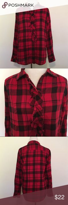 🆕Listing! Gap Buffalo Plaid Ruffle Collar Top Super cute Gap Buffalo Plaid Ruffle collar button up top. Size M. TTS. 100% cotton. In excellent preloved condition. ❌NO TRADES ❌NO LOWBALLING❌ GAP Tops