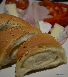 Podmáslové trojúhelníky s česnekem - brydova. Russian Recipes, Bagel, Bread, Polish, Food, Vitreous Enamel, Meal, Varnishes, Essen