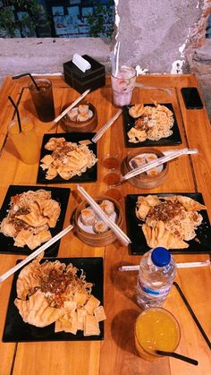 Mie Setan by Mie Gacoan📍Yogyakarta Food N, Good Food, Food And Drink, Spicy Recipes, Asian Recipes, Snap Food, Food Humor, Food Pictures, Food Photography