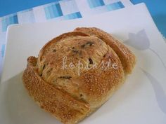 Flaounes are a traditional Easter cheese bread we make in Cyprus. Easter Recipes, Fruit Recipes, Baking Recipes, Baking Flour, Bread Baking, Greek Recipes, Italian Recipes, Cheese Pies, Cheese Bread