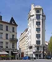 """""""Immeuble Cateland"""" (1876 - 1948) construit en 1911, au 2 rue de Saint-Cyr"""