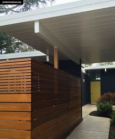Carports are the easiest way to protect our vehicles from the hot sun and rain,when there is no parking area or a garage. In such cases carports are more than suitable and many people choose that. Garage Design, Fence Design, House Design, Carport Modern, Modern Fence, Midcentury Modern, Midcentury Ranch, Eichler Haus, Carport Garage