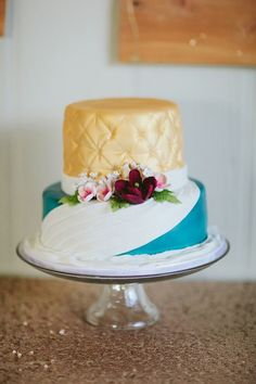 12 Tantalizingly Tempting Wedding Cakes You'll Want To Touch:  #12. quilted