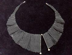http://articulo.mercadolibre.com.ar/MLA-544751877-gargantilla-macrame-diseno-asimetrico-_JM
