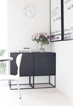 By Lassen_Frame sideboard_kitchen Estilo Interior, Interior Styling, Interior Decorating, Decorating Tips, Sideboard Modern, Credenza, Interior Design Minimalist, Dining Room Storage, Home And Living