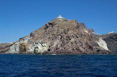 Akrotiri Lighthouse in Santorini Greece [OC] [2048 x 1365]. wallpaper/ background for iPad mini/ air/ 2 / pro/ laptop @dquocbuu