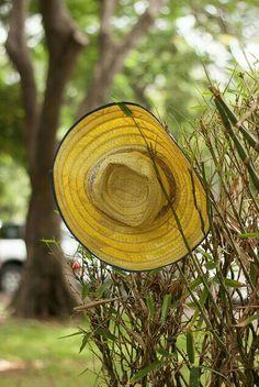 I love a good gardening hat. Country Charm, Country Life, Country Girls, Country Living, Country Style, Country Roads, Marie Von Ebner Eschenbach, Yellow Cottage, Bee Farm