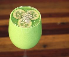 Feijoa Chia Smoothie - if you can get your hands on some feijoas try this smoothie! Sweet and tart with some hidden greens [paleo, dairy free] Healthy Green Smoothies, Healthy Breakfast Smoothies, Yummy Smoothies, Juice Smoothie, Smoothie Drinks, Smoothie Recipes, Fejoa Recipes, Guava Recipes, Whole Food Recipes