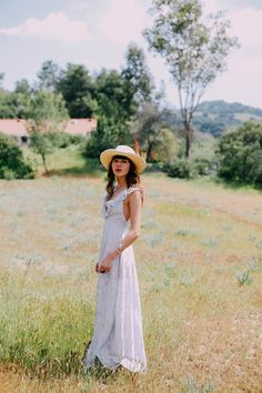 by Sania Claus Demina It's officially summer! We couldn't be more excited and want to celebrate by sharing 30 inspiring outfits that will make dressing in June easier. Got yourself a...