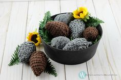 These beautiful pine cones make a lovely display for fall. We used felt with a plastic Easter Egg base. Hang as a garland, or ornament or display them in a bo… Felt Diy, Felt Crafts, Easter Wreaths, Easter Tree, Simple Christmas, Christmas Tree, Christmas Ornaments, Christmas Crafts To Make, How To Make Ornaments