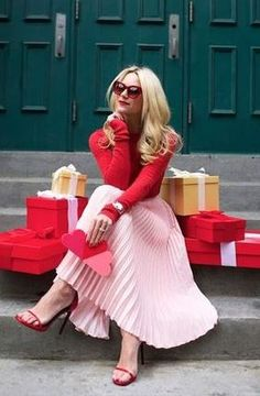 Today we are dispelling the fashion myth that red and pink can't be worn together. There are so many ways to style red and pink outfits & I'll show you how! Fall Fashion Outfits, Pink Fashion, Autumn Fashion, Fashion Dresses, Fall Fashions, Parisian Fashion, Fashion Moda, Parisian Style, Fashion 2020