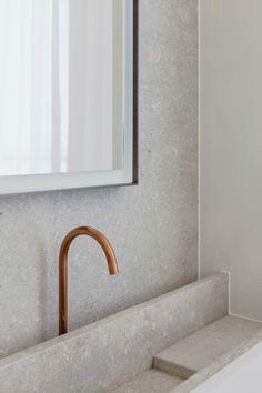 Bath, Stone, White, Brass - Hans Verstuyft Architecten / Interior * Minimalism by LEUCHTEND GRAU