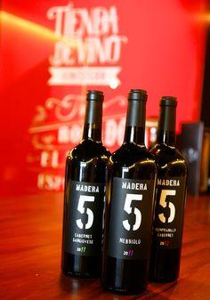 Madera 5 es una bodega relativamente nueva de Vino Mexicano que representa lo que está pasando en el panorama del Valle. Encuéntralos en la Tienda Vinísfera.