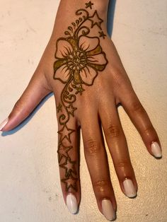 Henna Art, Hand Henna, Face And Body, Hand Tattoos, Body Art, Arm Tattoos