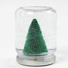 Lav selv en snekugle med juletræ og glitter indvendigt i et sylteglas. Nemt julepynt for børn, som kan fascineres af rystekuglen igen og igen. #cchobby #kreativjul #kreatid #diykids Christmas Crafts For Kids, Christmas Tree, Christmas Ideas, Loose Glitter, Jam Jar, Creative Kids, Triangles, Diy Gifts, Snow Globes