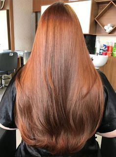 By putting just the front portion of your hair in a pony, you will develop a cascade effect that makes your hair look fuller than ever. This also changes the places where you will curl and optimize the curling based upon the layers already in your hair. Beautiful Long Hair, Gorgeous Hair, Pretty Hairstyles, Straight Hairstyles, Long Red Hair, Long Auburn Hair, Hair Color Auburn, Silky Hair, Grunge Hair