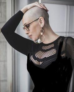 Hair Styles for Women That Enhance Their Beauty – HerHairdos Super Short Hair, Short Hair Cuts, Short Hair Styles, Pixie Cut, Bald Head Women, Hippie Braids, Shaved Hair Designs, Short Blonde, Hair Beauty