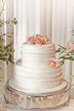 O que é importante saber sobre o bolo de noivado? Exotic Wedding, Elegant Wedding Cakes, Beautiful Wedding Cakes, Beautiful Cakes, Wedding Day, Flower Crown Wedding, Flower Bouquet Wedding, Wedding Cake Cookies, Samantha Wedding