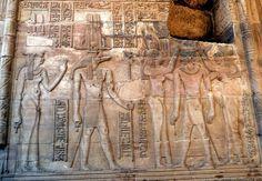 https://flic.kr/p/CV4Xtj | Temple de Sobek et Haroëris, Kôm Ombo | SOBEK Le Dieu Crocodile et Haroêris le Dieu Epervier