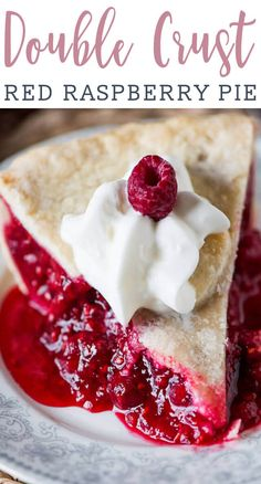 Use fresh or frozen red raspberries in this Amish-style baked raspberry pie. The tangy red filling takes just minutes to mix together. desserts Raspberry Pie {Baked Red Raspberry Pie Recipe with Fresh or Frozen Berries} Raspberry Desserts, Köstliche Desserts, Delicious Desserts, Yummy Food, Red Raspberry, Rasberry Pie, Fresh Raspberry Recipes, Raspberry Filling, Raspberry Pie Recipe With Frozen Berries