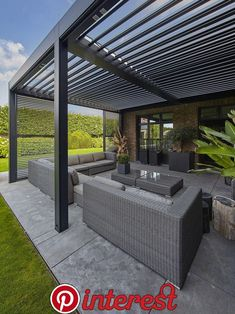 There are lots of pergola designs for you to choose from. You can choose the design based on various factors. First of all you have to decide where you are going to have your pergola and how much shade you want. Modern Patio Design, Terrace Design, Garden Design, Contemporary Patio, Modern Decor, Outdoor Pergola, Backyard Pergola, Pergola Plans, Small Pergola