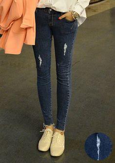 Today's Hot Pick :时尚磨破毛边弹力修身牛仔裤 http://fashionstylep.com/SFSELFAA0013373/romi00acn/out 初春潮流,怎能错过秀出美腿的时刻呢?个性潮流的磨破设计,完美演绎MM们的帅气自由时尚感。独特的毛边小裤脚,让你绽放十足潮流魅力。凸显苗条曲线的大爱单品,不容错过哦~ -磨破设计 -毛边小裤脚 -修身款