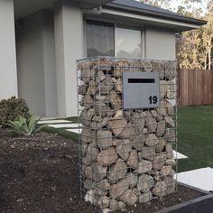 mesh sheets + stones = letterbox