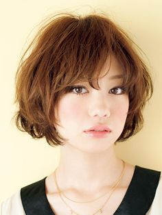 Pin on Hair - Frisuren Hair Choppy Bob Hairstyles, Cute Hairstyles For Short Hair, Pretty Hairstyles, Asian Short Hair, Short Hair Cuts, Medium Hair Styles, Curly Hair Styles, Great Hair, Hair Today