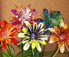 Bildergebnis für Make Tin Can Flowers - Upcycled Crafts Aluminum Can Flowers, Aluminum Can Crafts, Metal Crafts, Aluminum Cans, Soda Can Flowers, Tin Flowers, Paper Flowers, Recycled Tin Cans, Recycled Art