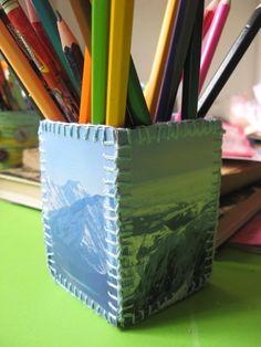 Készíts dobozt képeslapokból! / Éva Magazin  // A charming box made of old postcards Office Supplies, Diy, Pencil, Wood, Bricolage, Do It Yourself, Homemade, Diys, Crafting